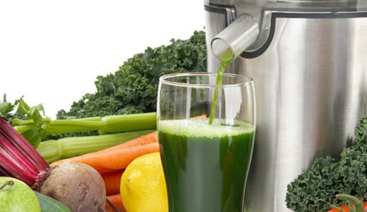 juicer-extracting-green-juice