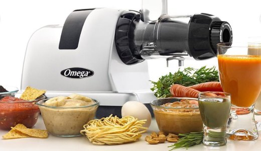 Omega juicer with juice